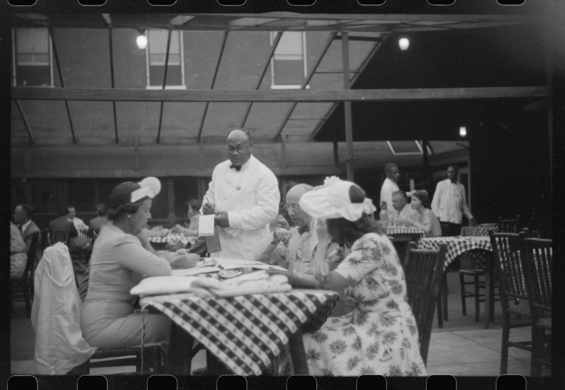 waiter_1941_jack_delano.jpg