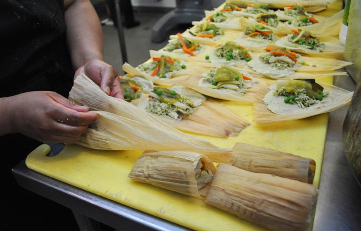 wrapping tamales_Alicia Villanueva